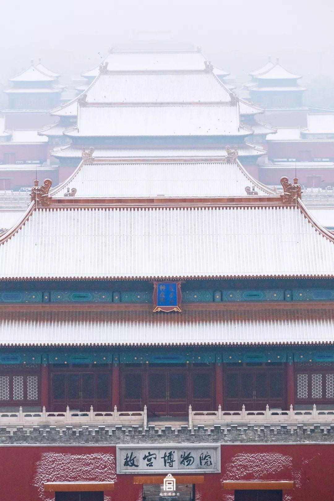 紫禁城和初雪才更配!